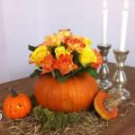 DIY Herbstdeko für den Tisch mit Vasen aus Kürbis und Holz Deko-Kitchen