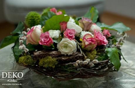 DIY: Hübsche Frühlingsdeko mit Blumen und Zweigen