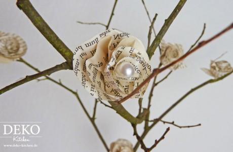 DIY Rosenblüten aus Buchseiten Deko Kitchen