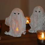 DIY beleuchtete Halloween-Gespenster aus Mullbinden und Gips Deko-Kitchen