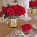 DIY: Hochzeitsdeko mit Rosen und Tortenspitze