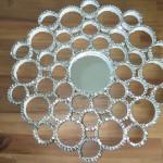 DIY: Funkelnder Spiegel aus Papprollen und Pailletten
