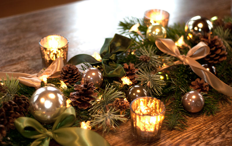 Diy weihnachtliche tischgirlande deko kitchen for Weihnachtliche dekoration