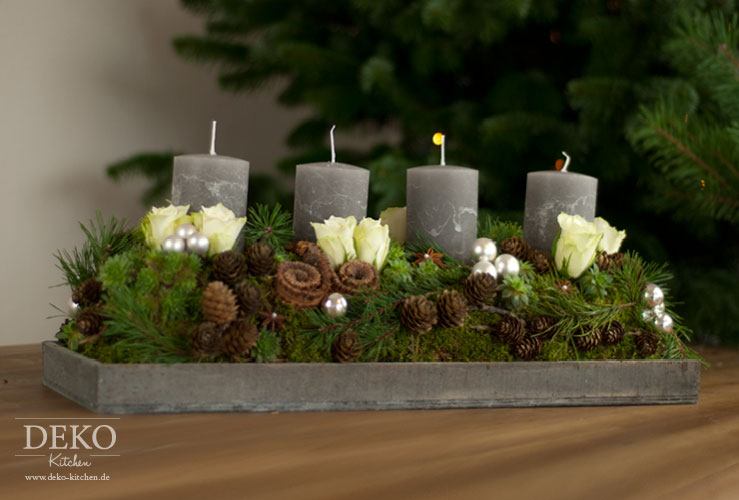 weihnachtsdeko basteln adventskranz im naturlook deko kitchen. Black Bedroom Furniture Sets. Home Design Ideas