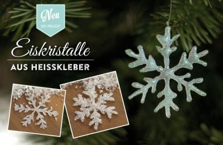 Weihnachtsdeko basteln: funkelnde Eiskristalle aus Heißkleber