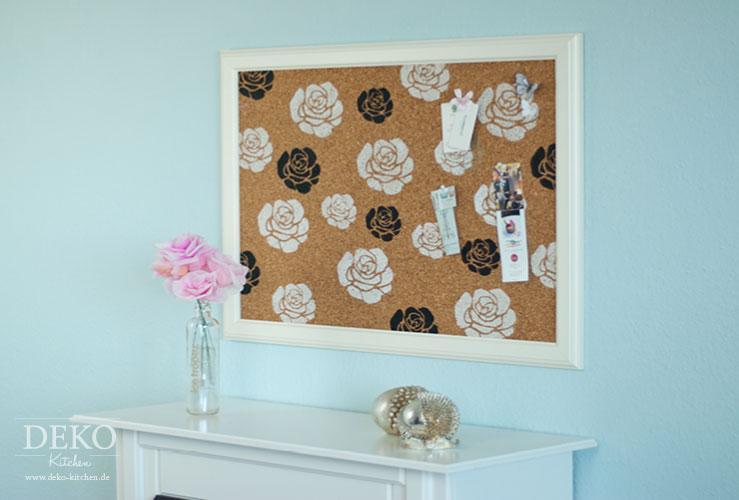 diy h bsche bilderrahmen pinnwand mit rosendruck deko. Black Bedroom Furniture Sets. Home Design Ideas