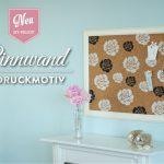 DIY: hübsche Bilderrahmen-Pinnwand mit Rosendruck