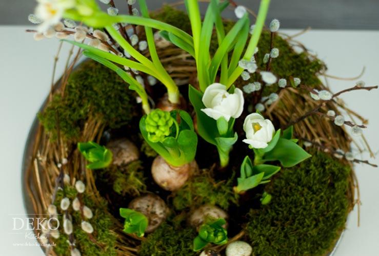 DIY: hübscher Osterkranz mit Frühlingsblumen Deko-Kitchen