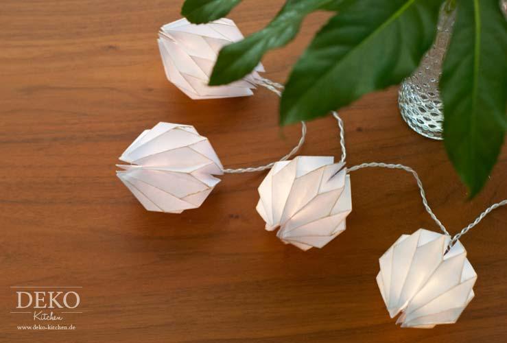 DIY: edle Lichterkette mit Plisseeanhängern Deko-Kitchen