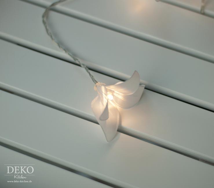DIY: zauberhafte Lichterkette mit Papierblüten Deko-Kitchen