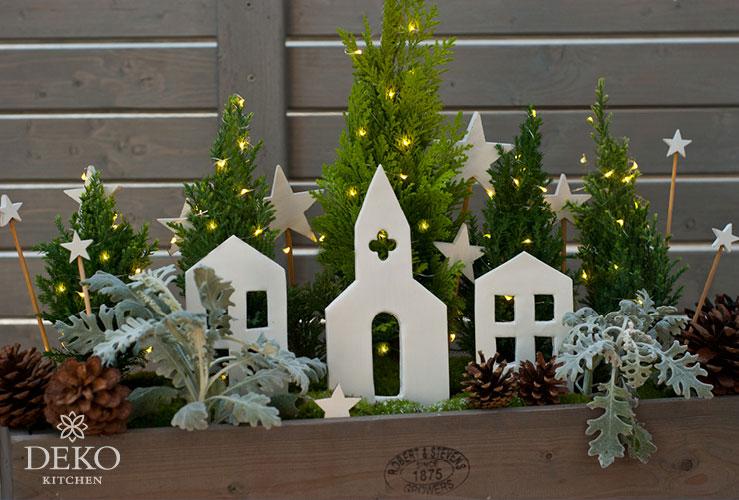 DIY: Weihnachtlicher Blumenkasten mit Häusern aus Ton